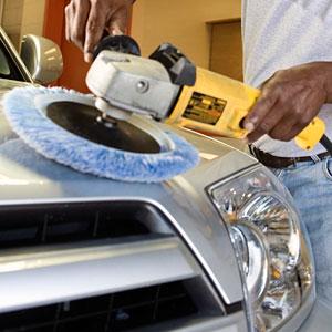 Het polijsten van een auto
